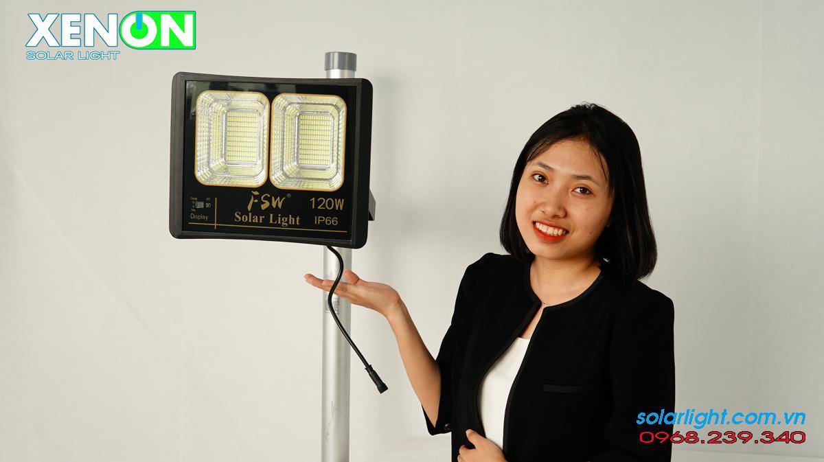 Giá đèn năng lượng mặt trời cao cấp